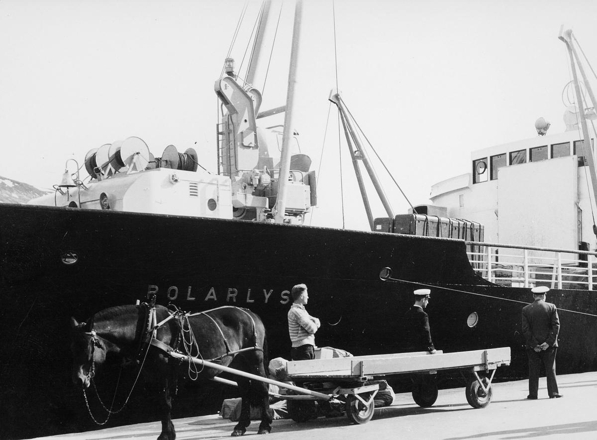 transport båt, eksteriør, M/S Polarlys, hest, vogn, lasting, lossing, menn