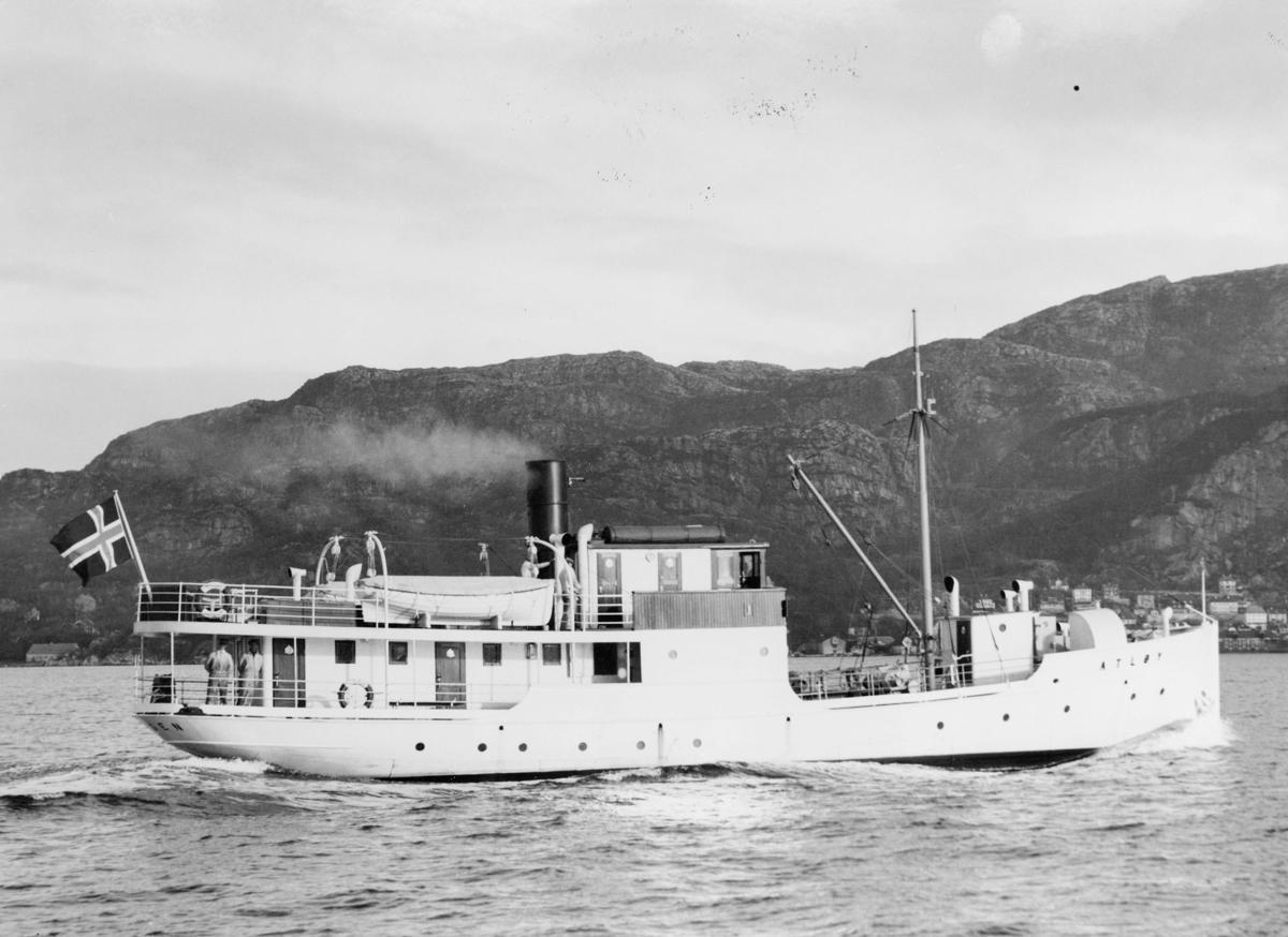"""Laste- og passasjerbåt, lokalbåt. eksteriør, M/S """"Atløy""""."""