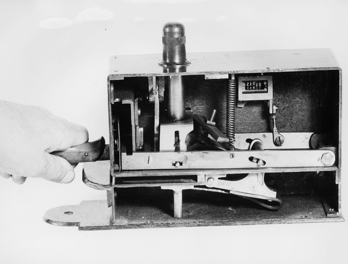 symboler, frankeringsmaskin, Uchermanns frankeringsmaskin, hånd holder i håndtaket