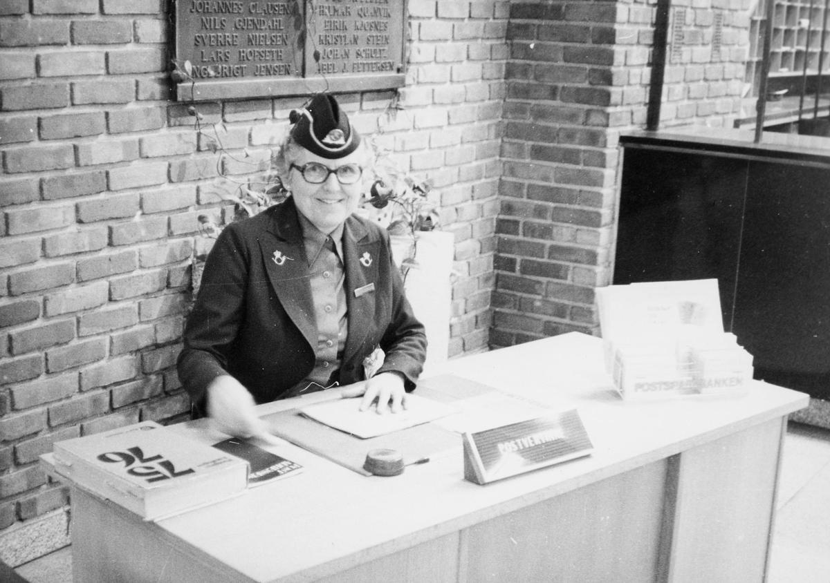 personale, postvertinne, Bergen postkontor, publikumshallen