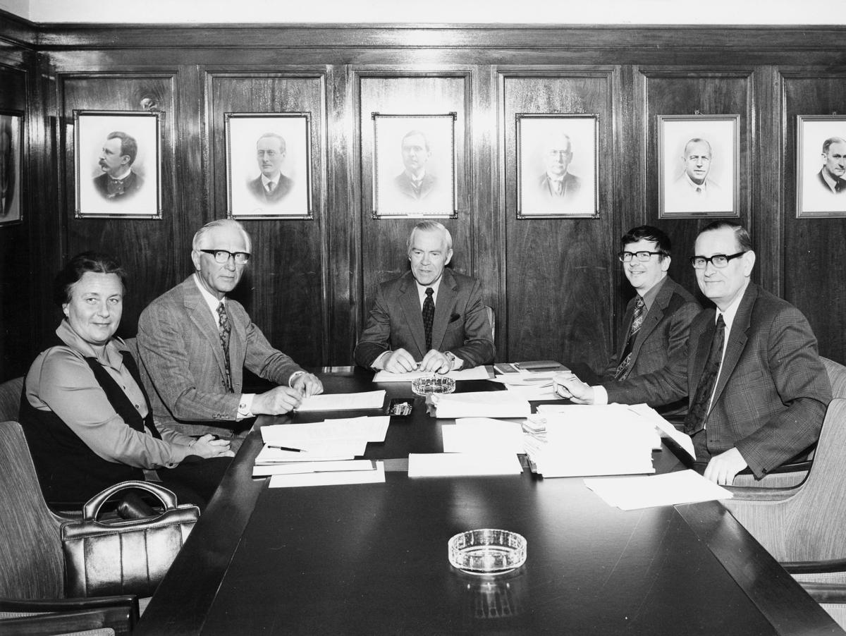 gruppebilde, Styret for Postverket, Ragnvald Rustung Bru, 3 mann, 1 dame