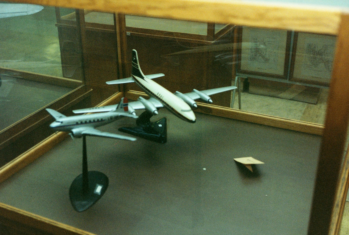 Postmuseet, Oslo, 4 etg. Dronningensgate 15, utstilling, modell av fly.