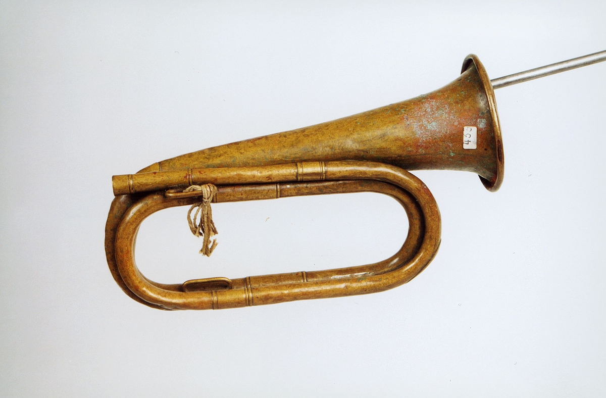 Postmuseet, gjenstander, posthorn, trompettype, mangler munnstykke, hyssing bundet i hornet.