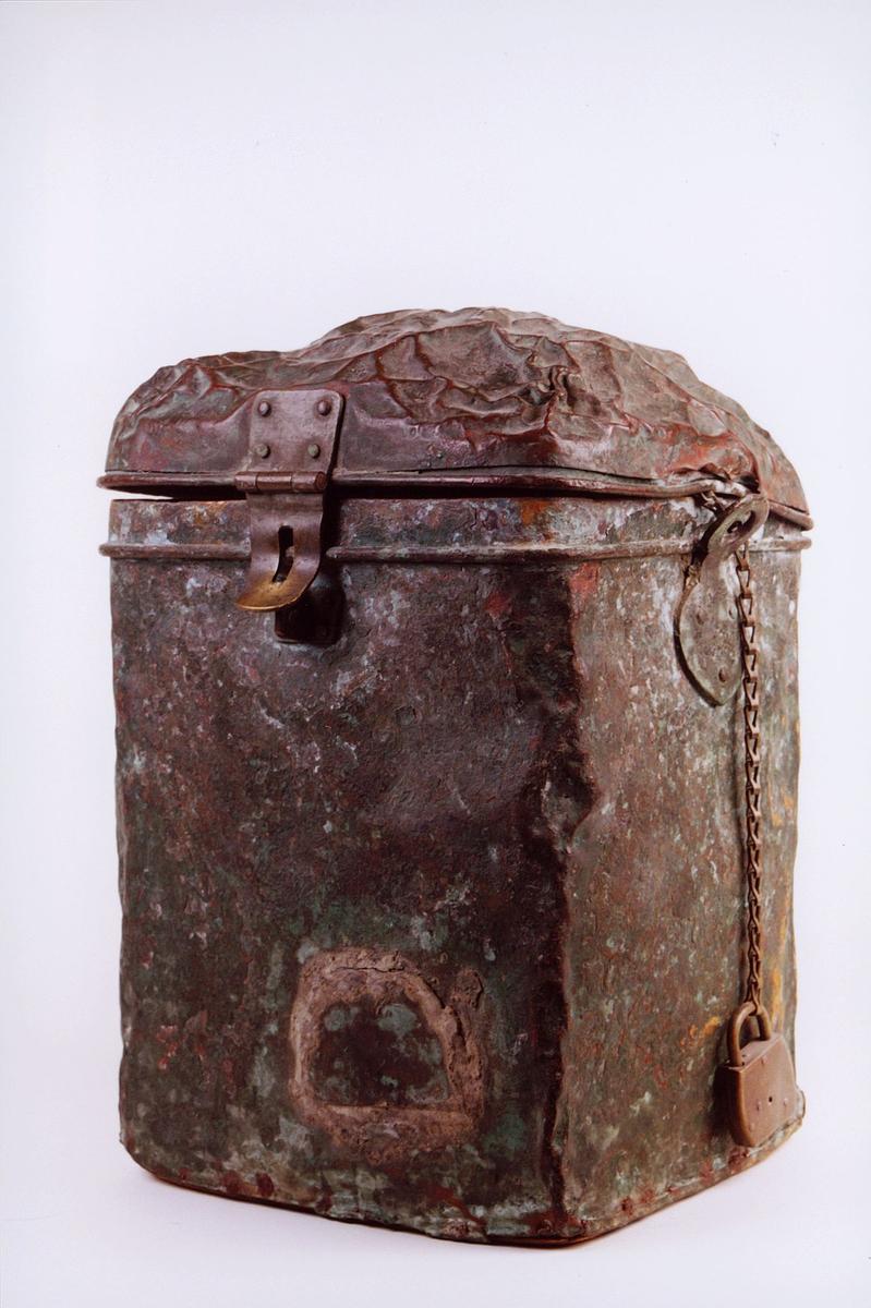 Låsbar metallbeholder for transport av post.