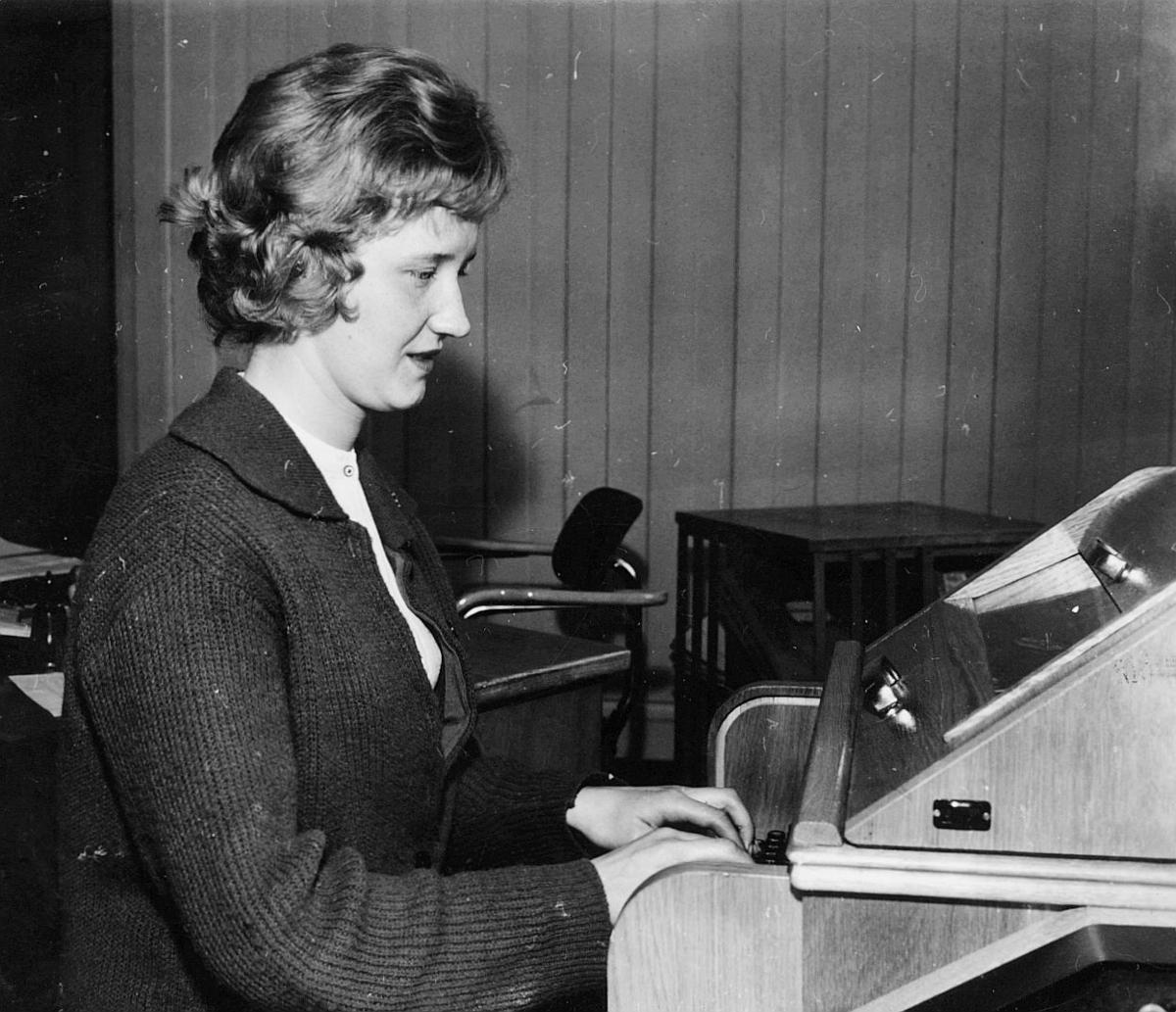 postgirokontoret, kontorassistent Eva Johnsen, interiør