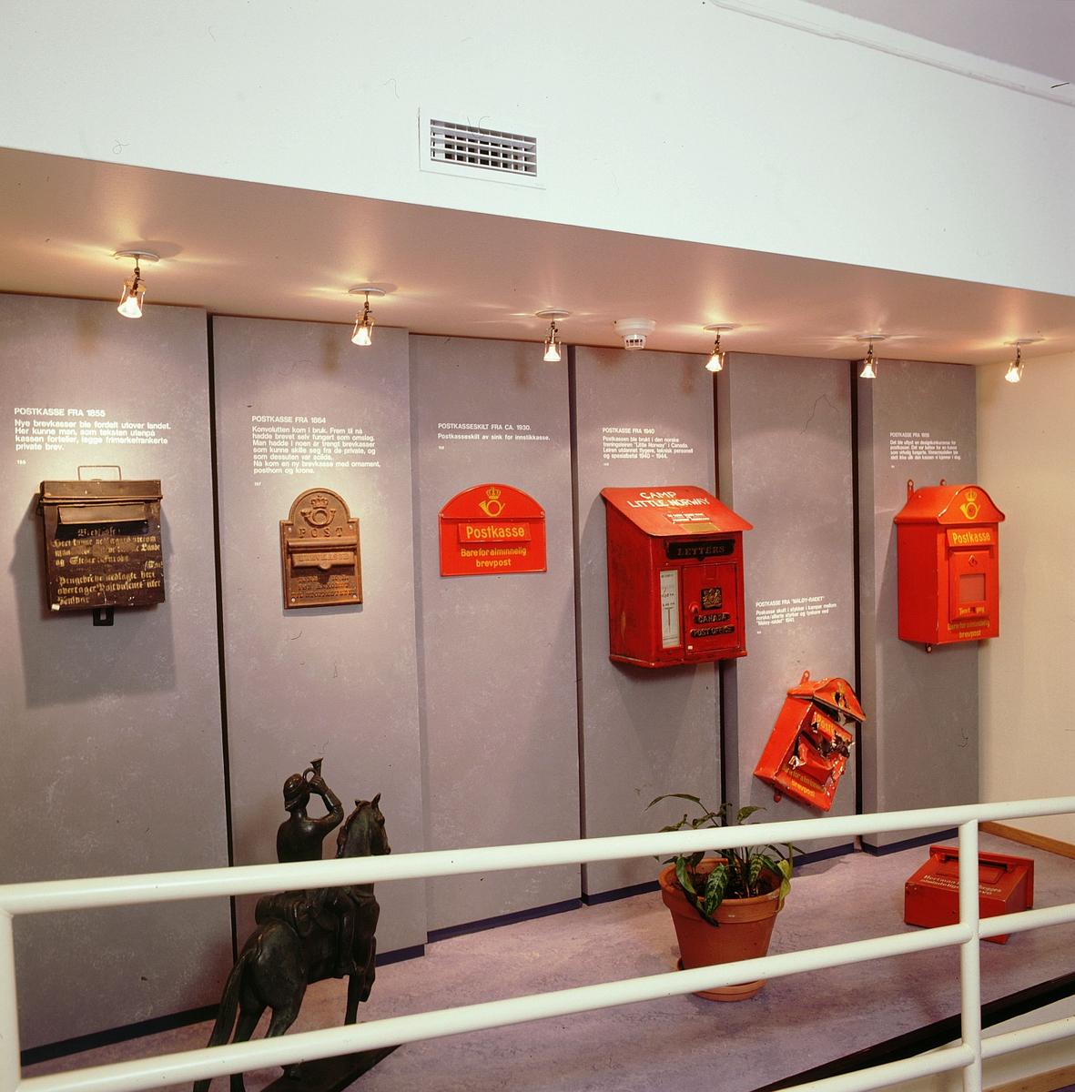 postmuseet, Kirkeg. 20, utstilling, postkasser, motivet finnes også på CD-rom PRO1, bilde nr 16