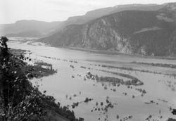 Bergshaugen sydover,Ringebu i flom 1924