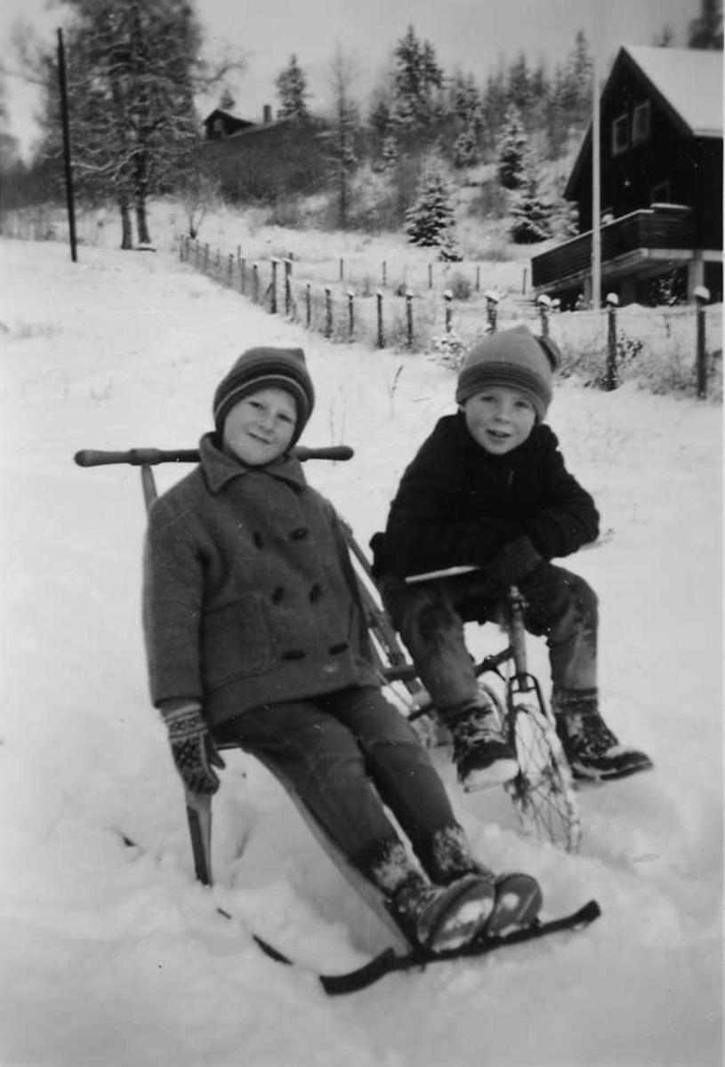 Gutter, snø, spark, sykkel