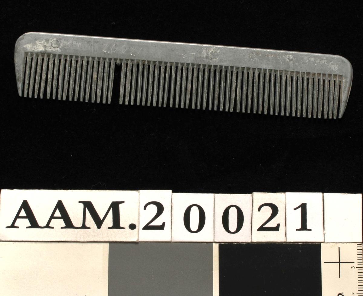 Kam.  Av aluminium , uten fabrikkmerke eller tekst.