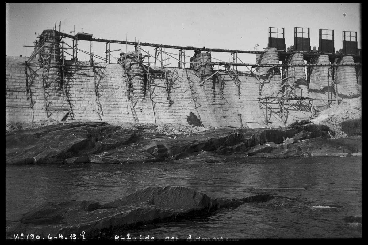 Arendal Fossekompani i begynnelsen av 1900-tallet CD merket 0565, Bilde: 9 Sted: Haugsjå Beskrivelse: Dammen under bygging