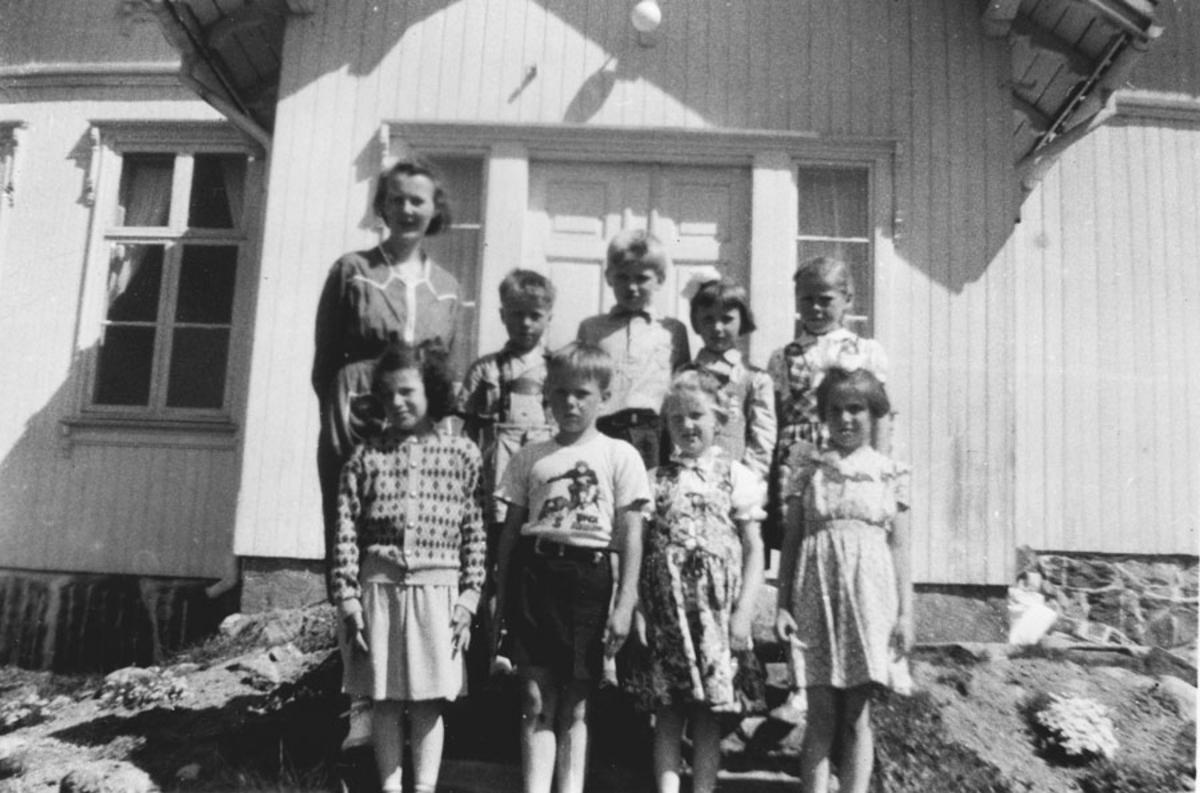 1. klasse ved Gjedsjø skole 1953, frøken Faye