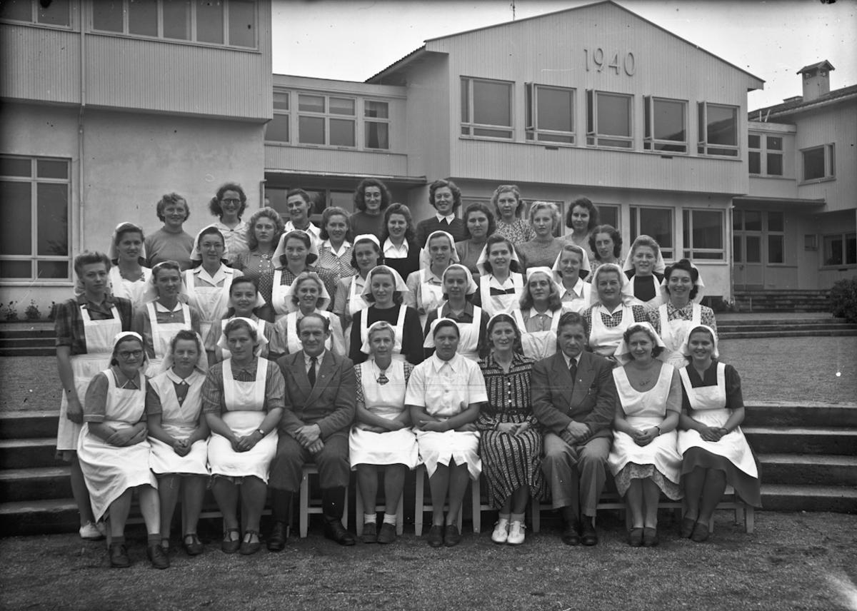 Gruppe utenfor Romerike Folkehøyskole.