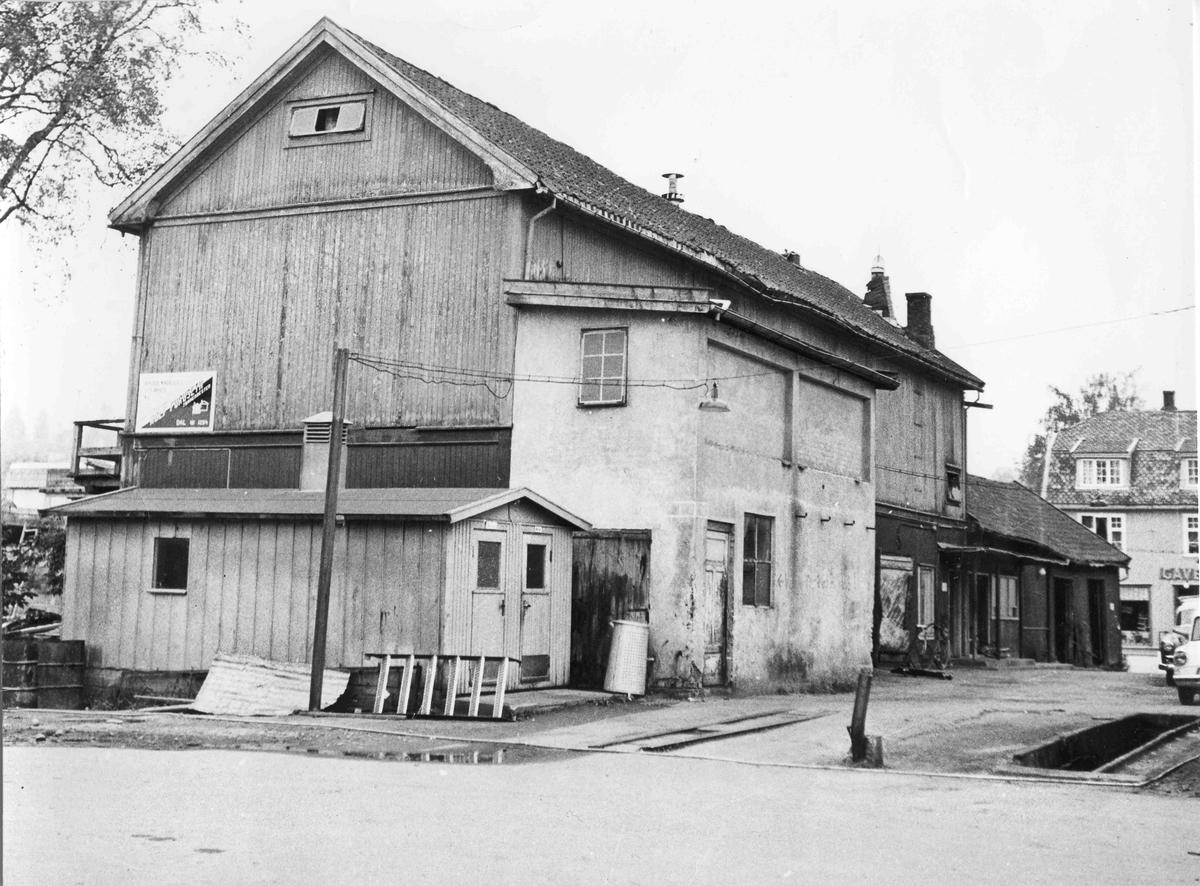 Gamle Panorama Kino. Det var kino i andre etasje og bilverksted i første.