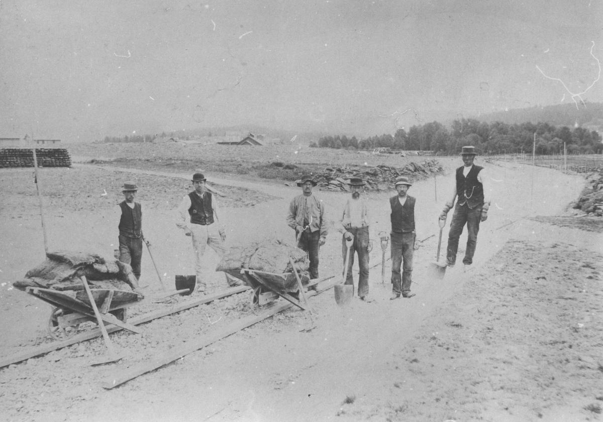 Anleggsarbeid på Hølandsbanen sommeren 1897.