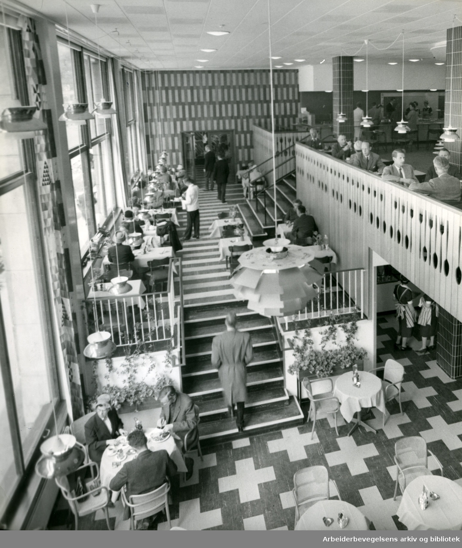 Hotel Continentals nye kafé,.mai 1960