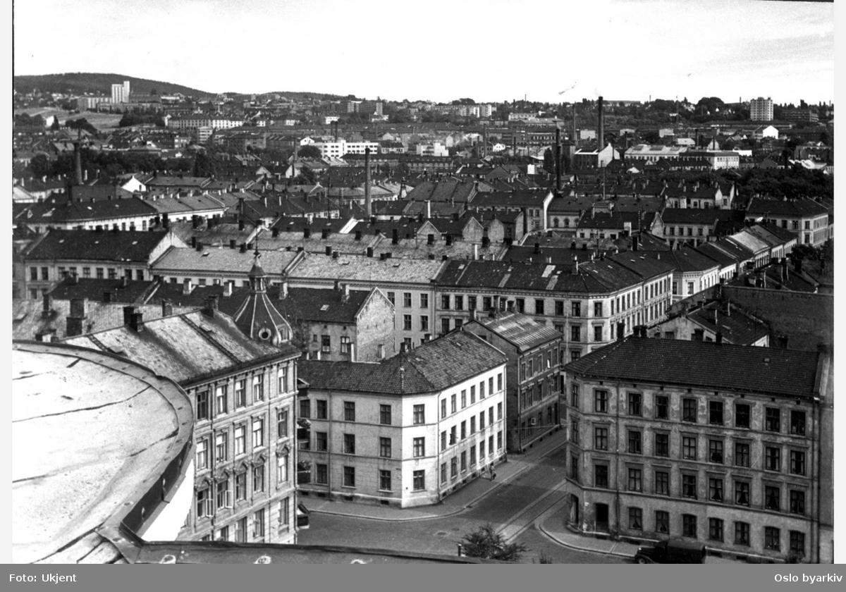 Prospekt tatt østover, Grüners gate i midten. Fotografert fra toppen av kornsiloen, med krysset Fossveien / Grüners gate nærmest.