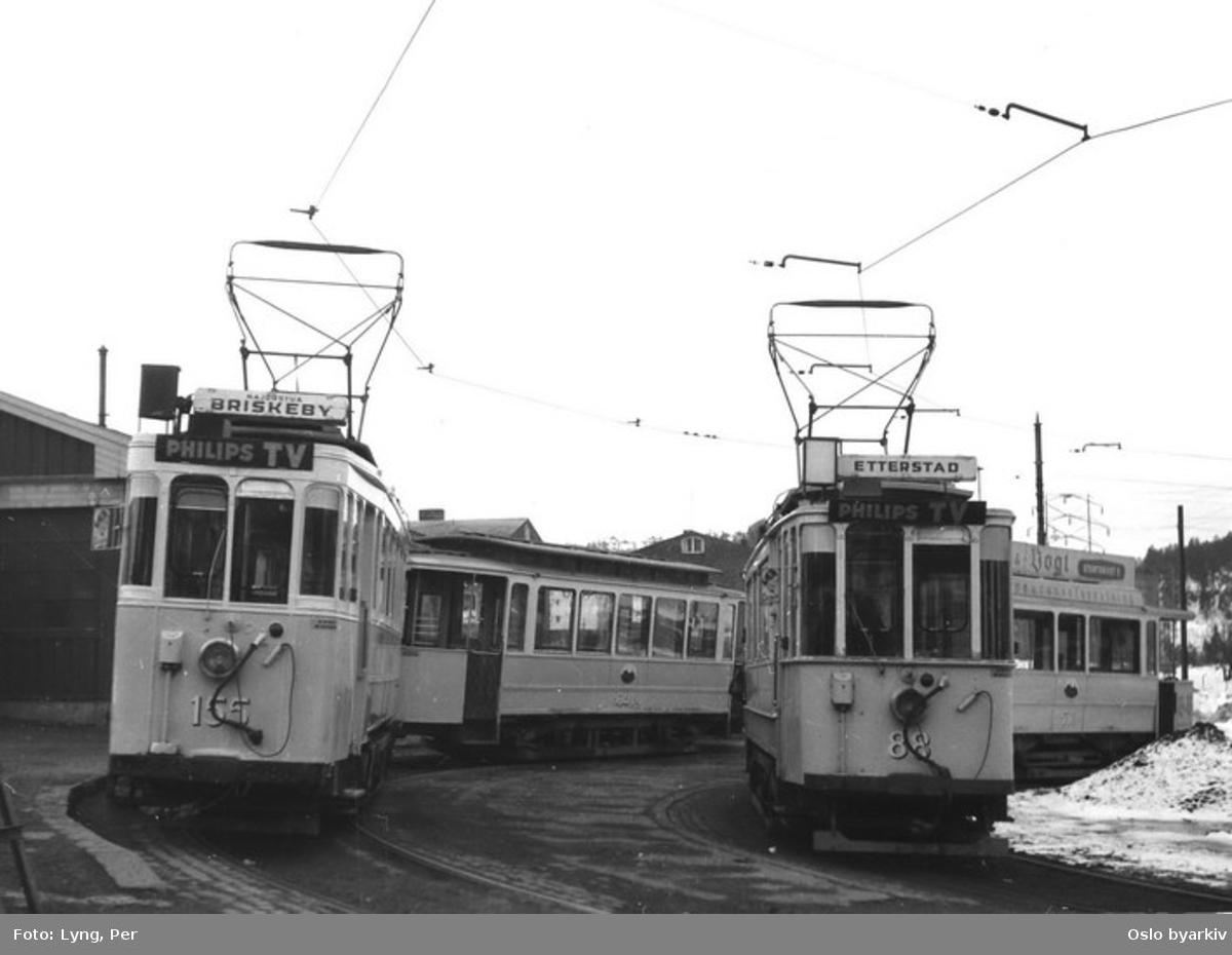 Oslo Sporveier. Trikk motorvogn 155 (fra 1921) type Brill og tilhenger 640 (fra 1914) type bred SS på linje 6, Etterstad-Majorstuen over Briskeby, samt motorvogn (fra 1913) type SS nr. 88 på linje 3, Bøler-Skøyen over Etterstad, i hver sin sløyfe.