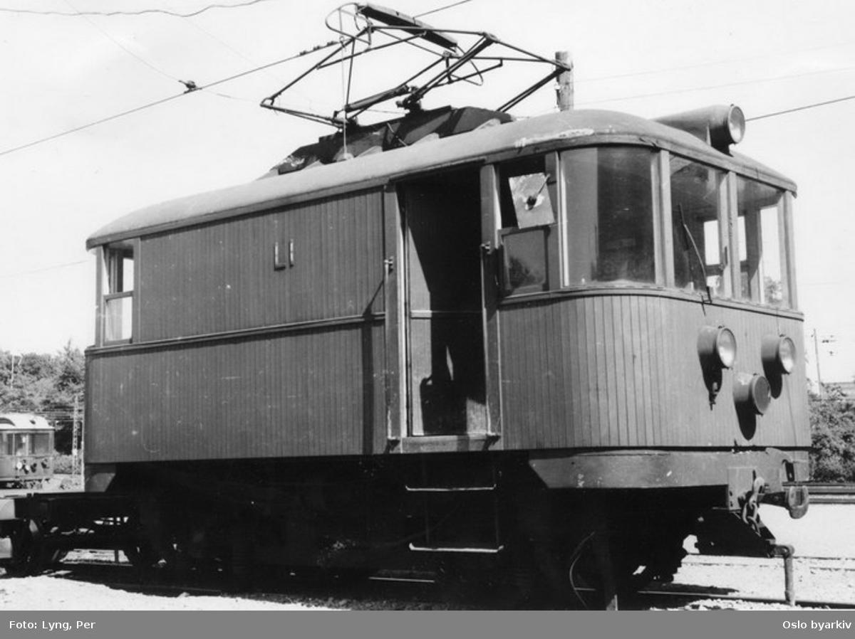 Holmenkollbanens elektriske lokomtiv L1, typebilde etter ombygging 1955.