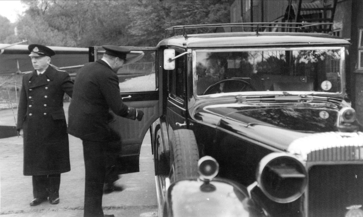 HKH Kronprins Olav forlater Woodhaven.