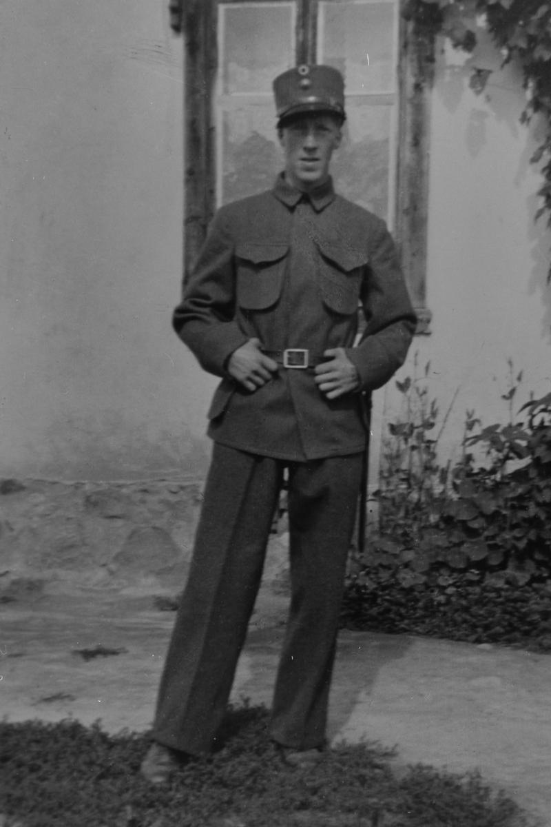 MATHIAS BERGSETH F: 01. 07. 1915 - D: APRIL 1940 UNDER FELTTOGET I NANNESTAD, MILITÆRUNIFORM, UNDER KRIGEN, LØTEN.