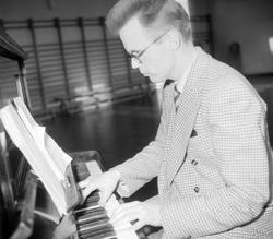 Pianist Eirik Steinum, Hamar lærerskole?