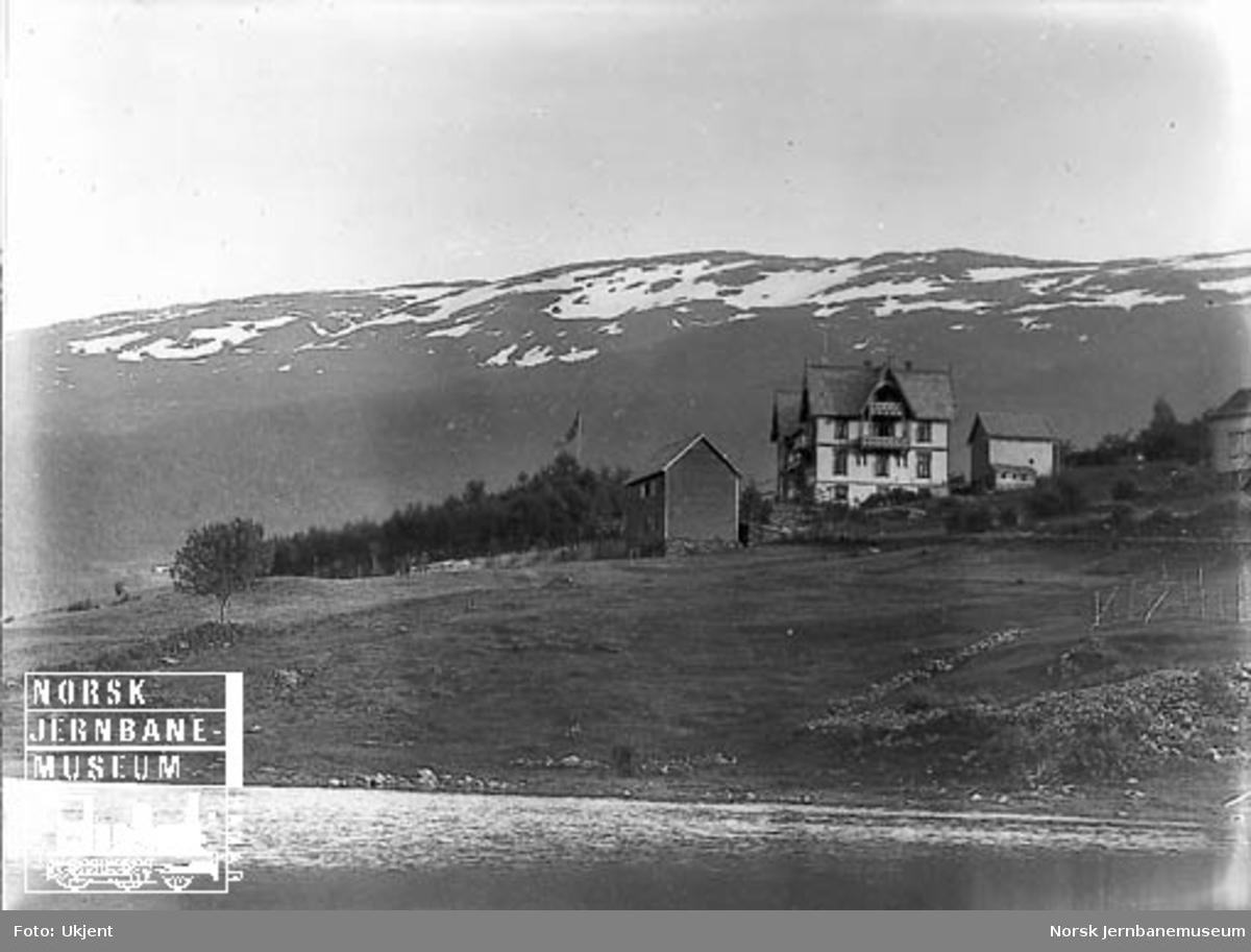 Liland Hotell sett fra Vangsvatnet