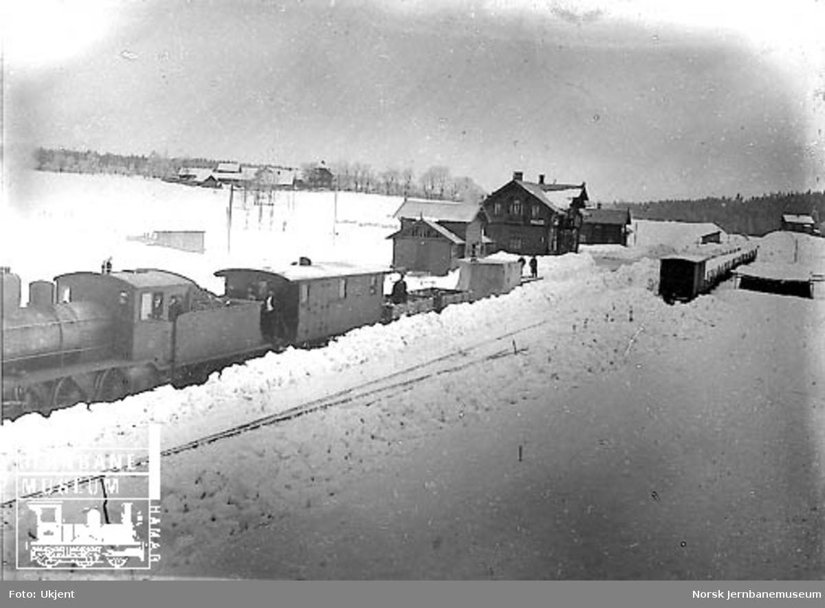 Kjelsås stasjon med snøryddingstog trukket av damplokomotiv
