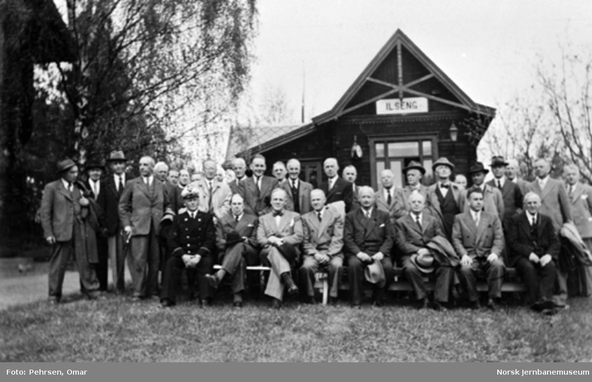 Jernbanemuseet på Disen : Gruppebilde med Jernbanemuseets styre og råd