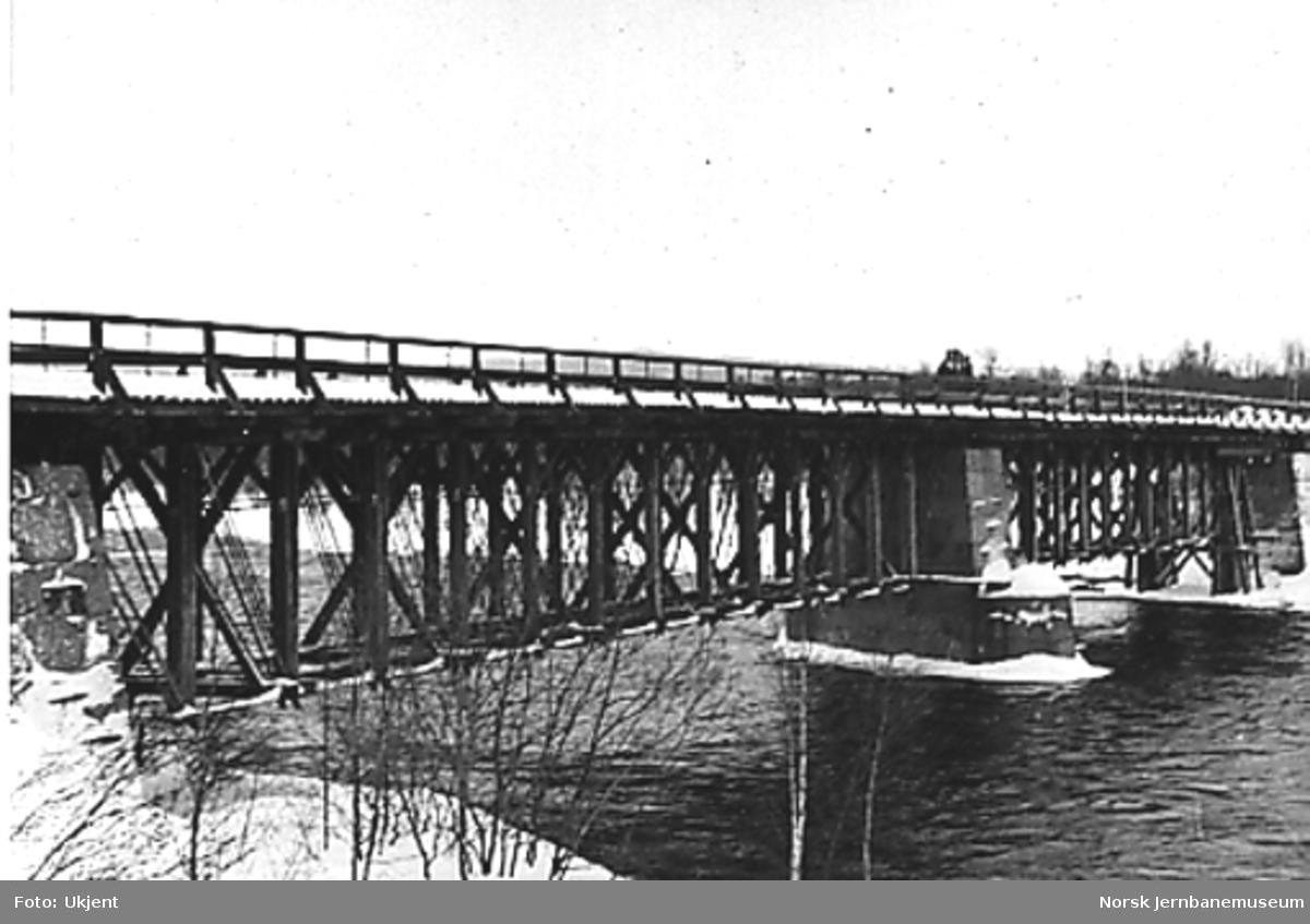 "Bru over Glomma ved Glåmos (""Nowy Brücke"")"