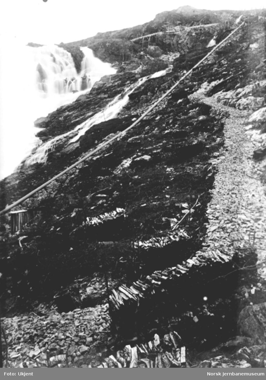 Bergensbanens anlegg; inntaksledningen til kraftstasjonen i Kjosfossen