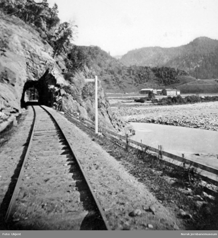 Rognes tunnel med Godøya i bakgrunnen