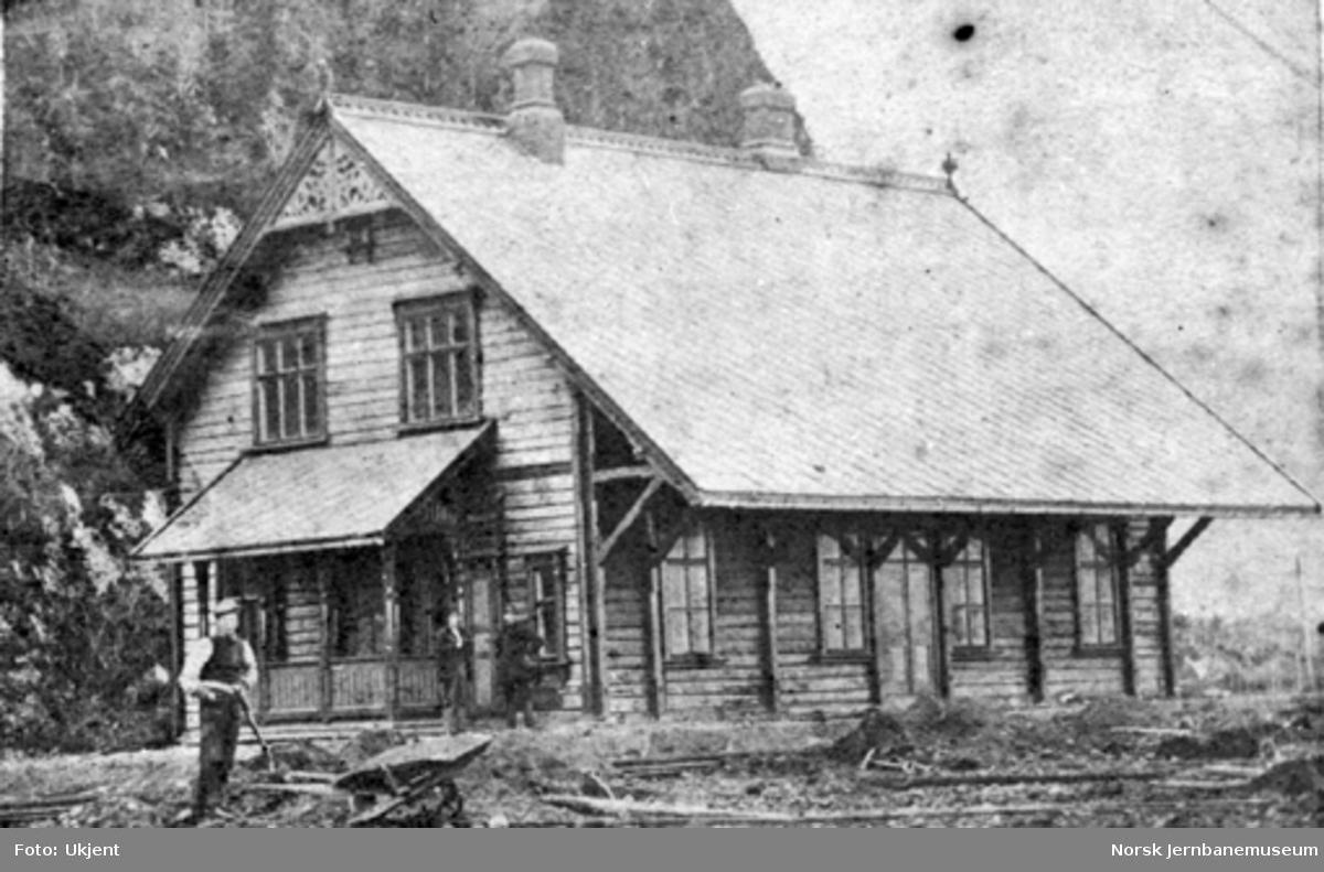 Hegra stasjonsbygning; planering rundt bygningen pågår