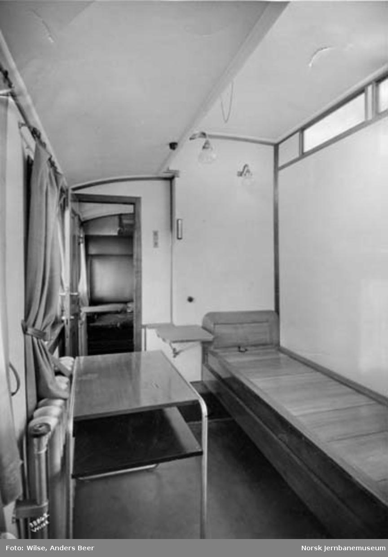 Interiør fra sykekupeer i NSB personvogn litra BCZo nr. 135