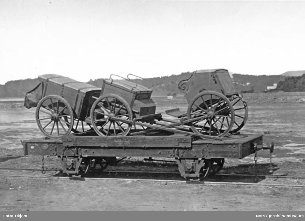 Militært materiell lastet på Randsfjordbanens godsvogn litra K nr. 115