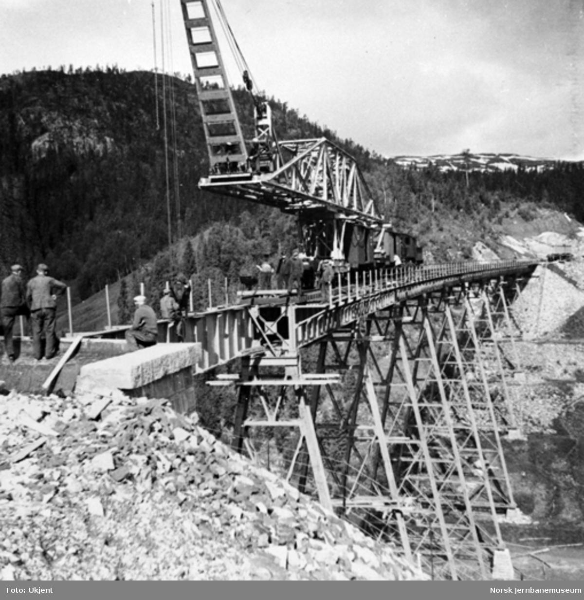 Trolldalen viadukt under bygging : siste spenn