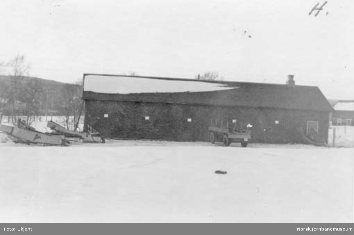 Selburutens første garasje og verksted på Nesta