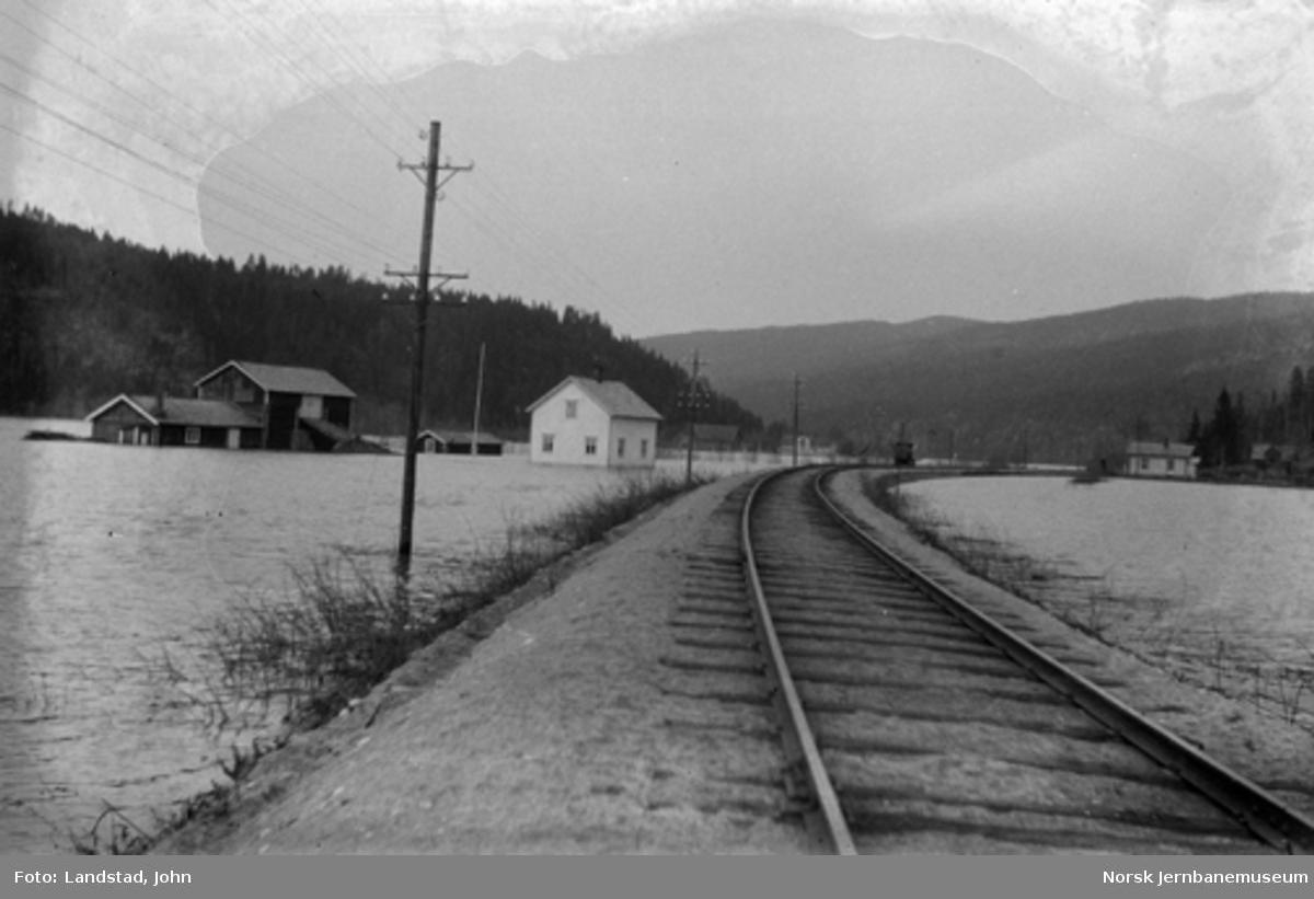 Flom i Glomma : Jernbanefyllingen ved Øien gård ved Stai vokterbolig