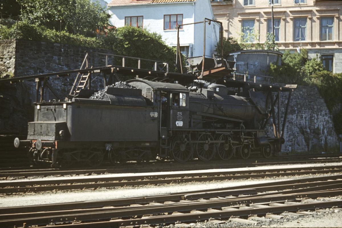 Kullfylling på damplokomotivet på Kragerø stasjon