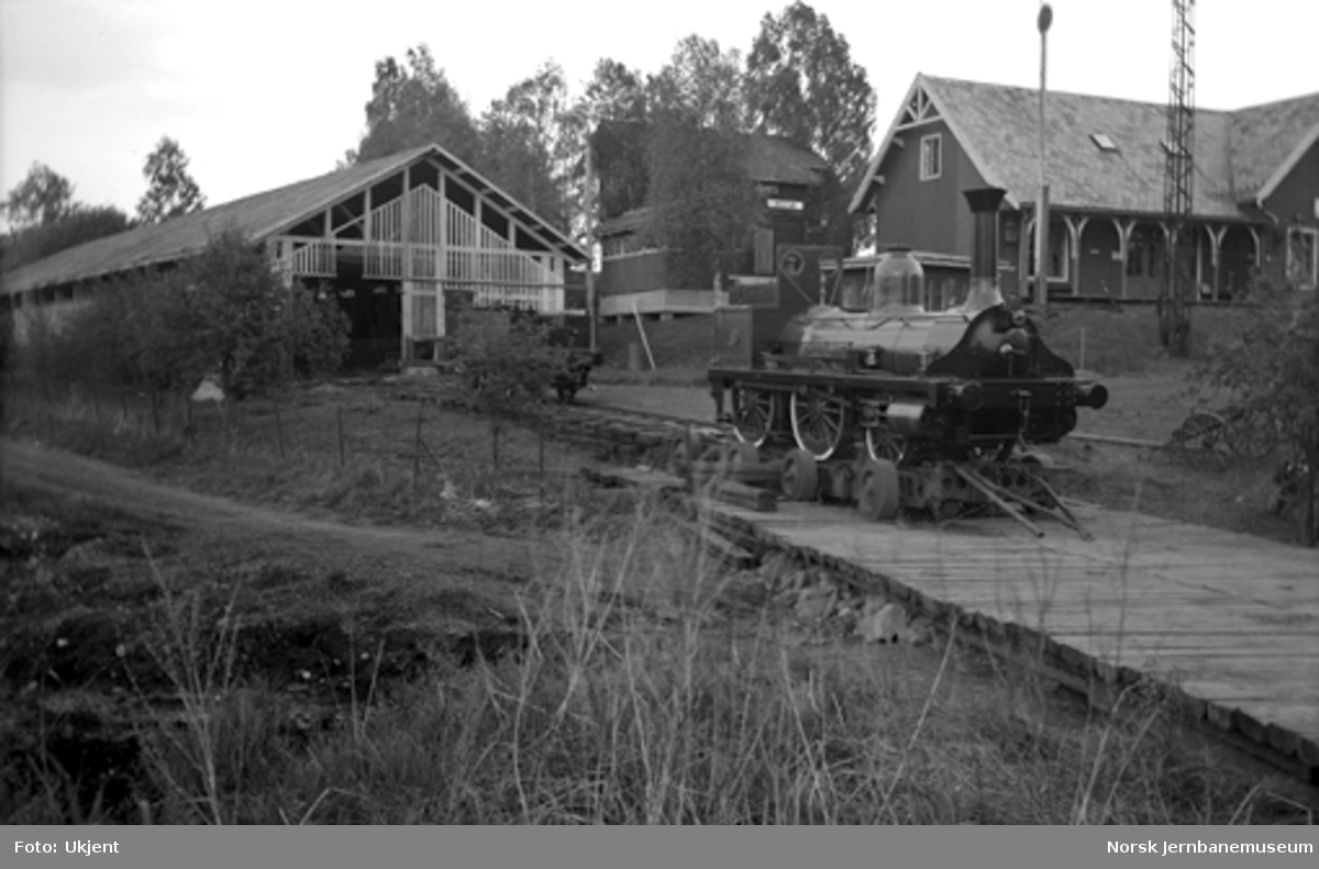 Lok nr. 16 under transport til Jernbanens Dag i 1949