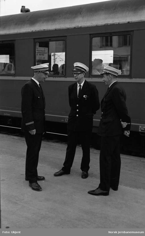 Tre jernbanemenn på Oslo Ø