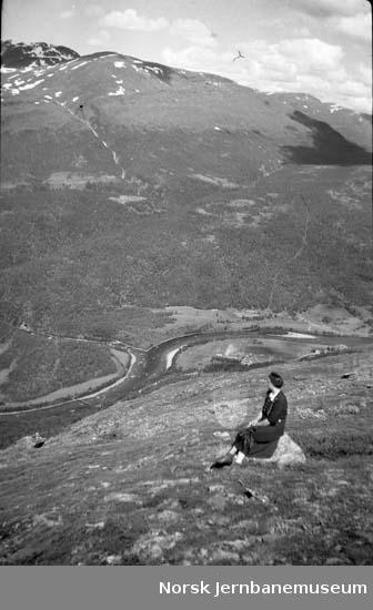 Landskapsbilde : fra Varden, Massingen med Ranaelva og Bredekfjellet i bakgrunnen