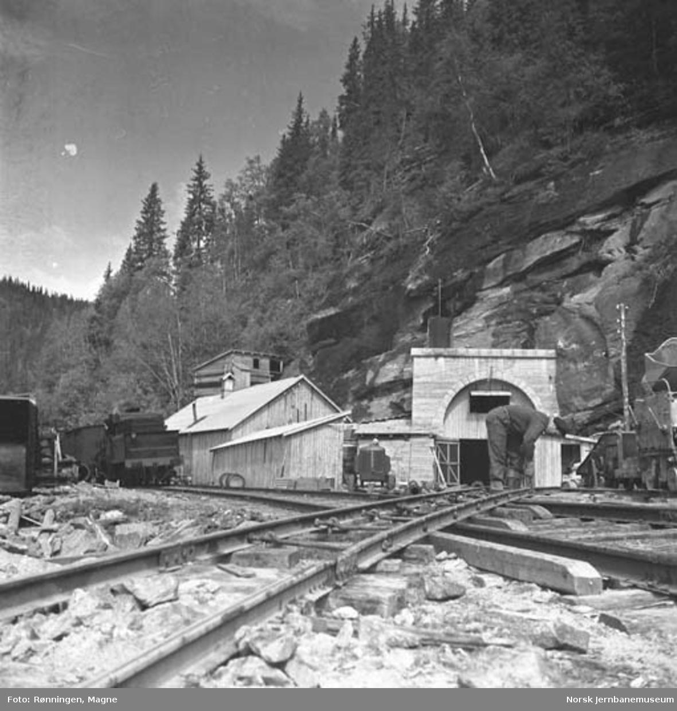 Søndre innslag for Ilullia tunnel ; anleggsspor krysser driftsspor