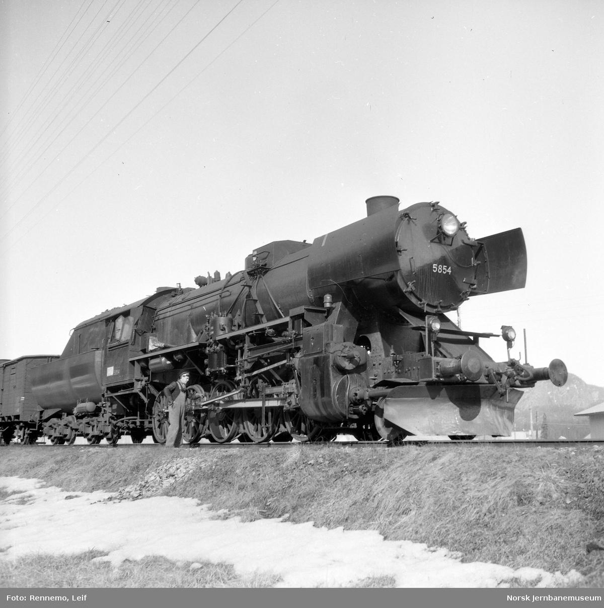 Damplokomotiv type 63a nr. 5854