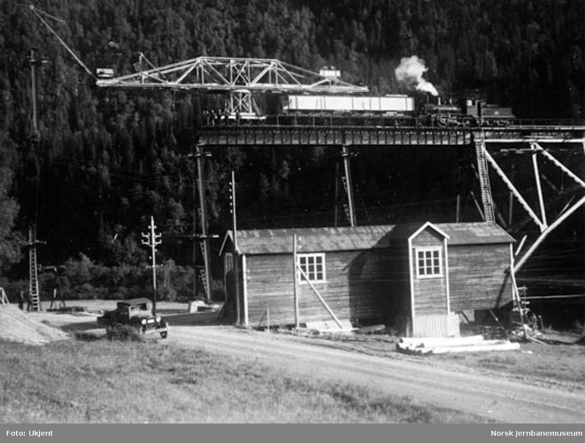 Bru over Namsen ved Buneset : montering, topp av pillar VI