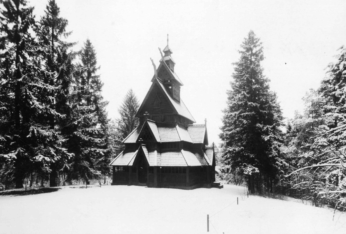 Gol stavkirke fra Gol i Hallingdal. Vinter 1925