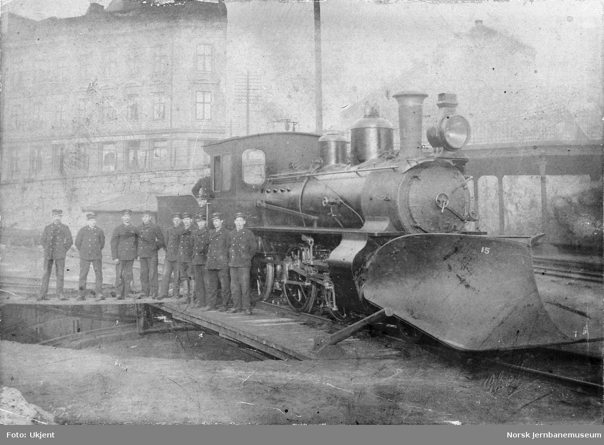Damplokomotiv type XXIII nr. 41 på svingskiven på Vestbanen