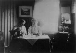 Søstrene Elise og Annette Lilleeng, Kirkenes, Sør-Varanger,