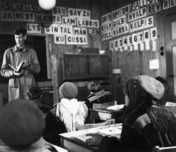 Elever og lærer i klasserom ved Karasjok folkeskole. 1958.