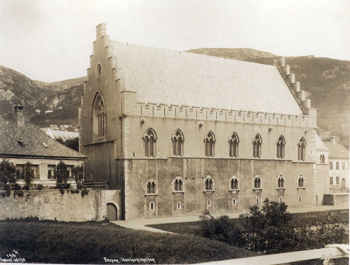 Håkonshallen, Bergen, Hordaland. Fotografert 1912.