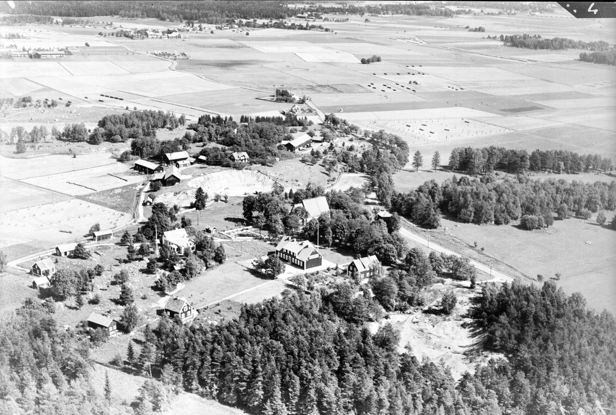 Flygfoto över Stavby med omgivande odlingslandskap, Stavby socken, Uppland 1936